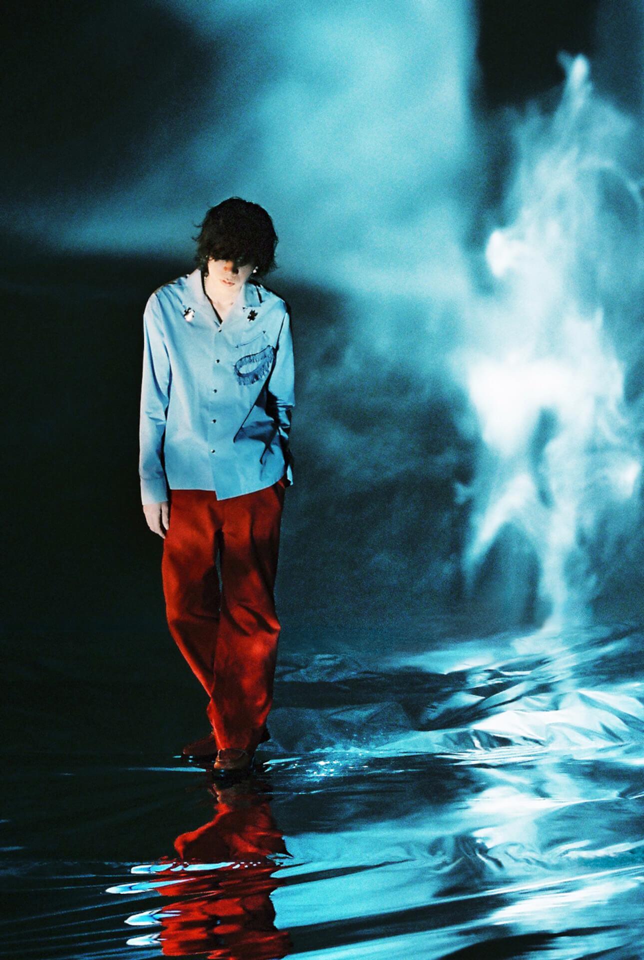 """新曲""""Pale Blue""""が話題の米津玄師新ビジュアルが解禁!ヨリ&トケの2バージョンが公開 music210507_yonezukenshi_paleblue_2"""