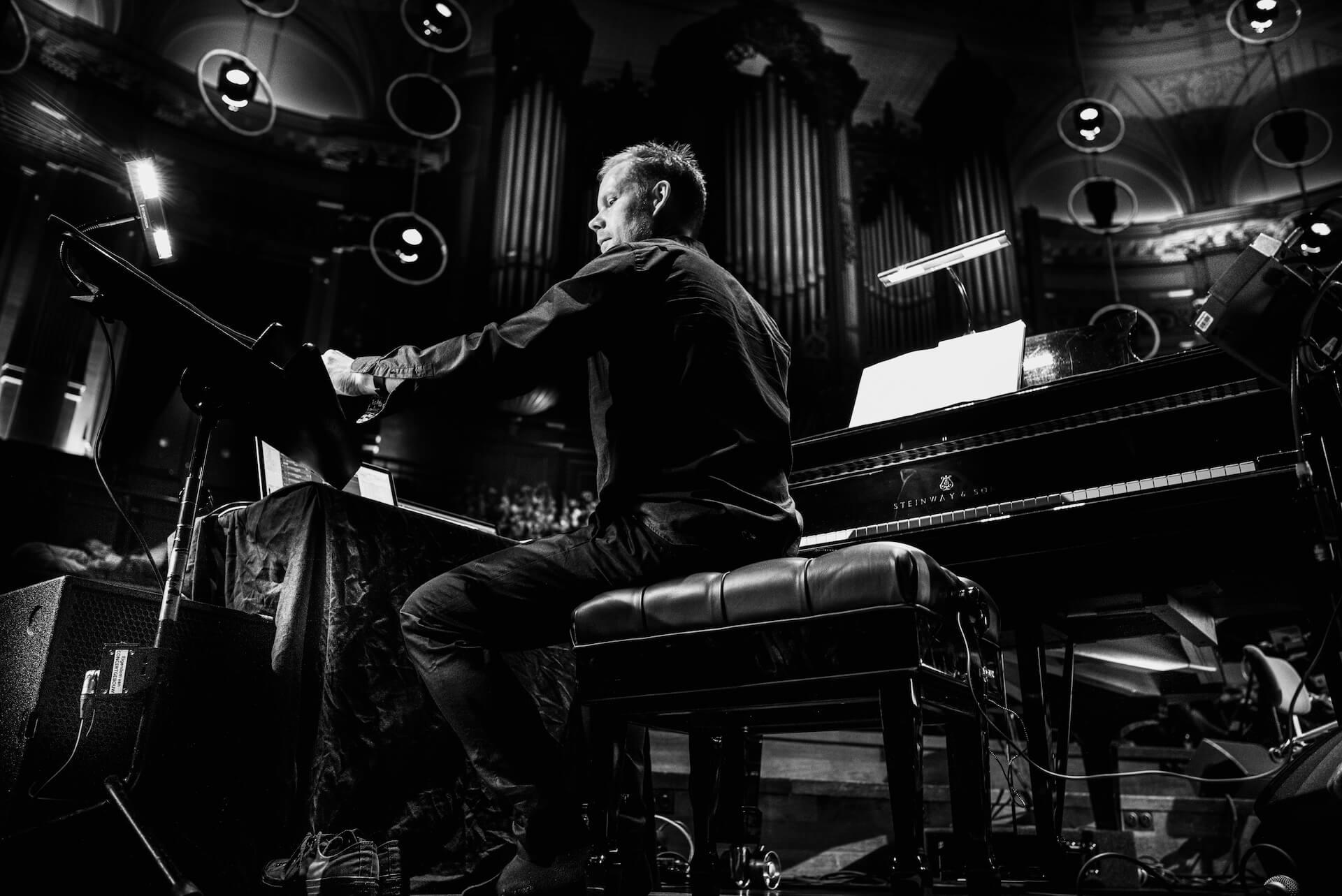 """インタビュー:""""眠り""""と""""世界人権宣言"""" きっかけを与える音楽を生み出してきたマックス・リヒターが語る音楽の役割とは interview210408_max-richter-05"""