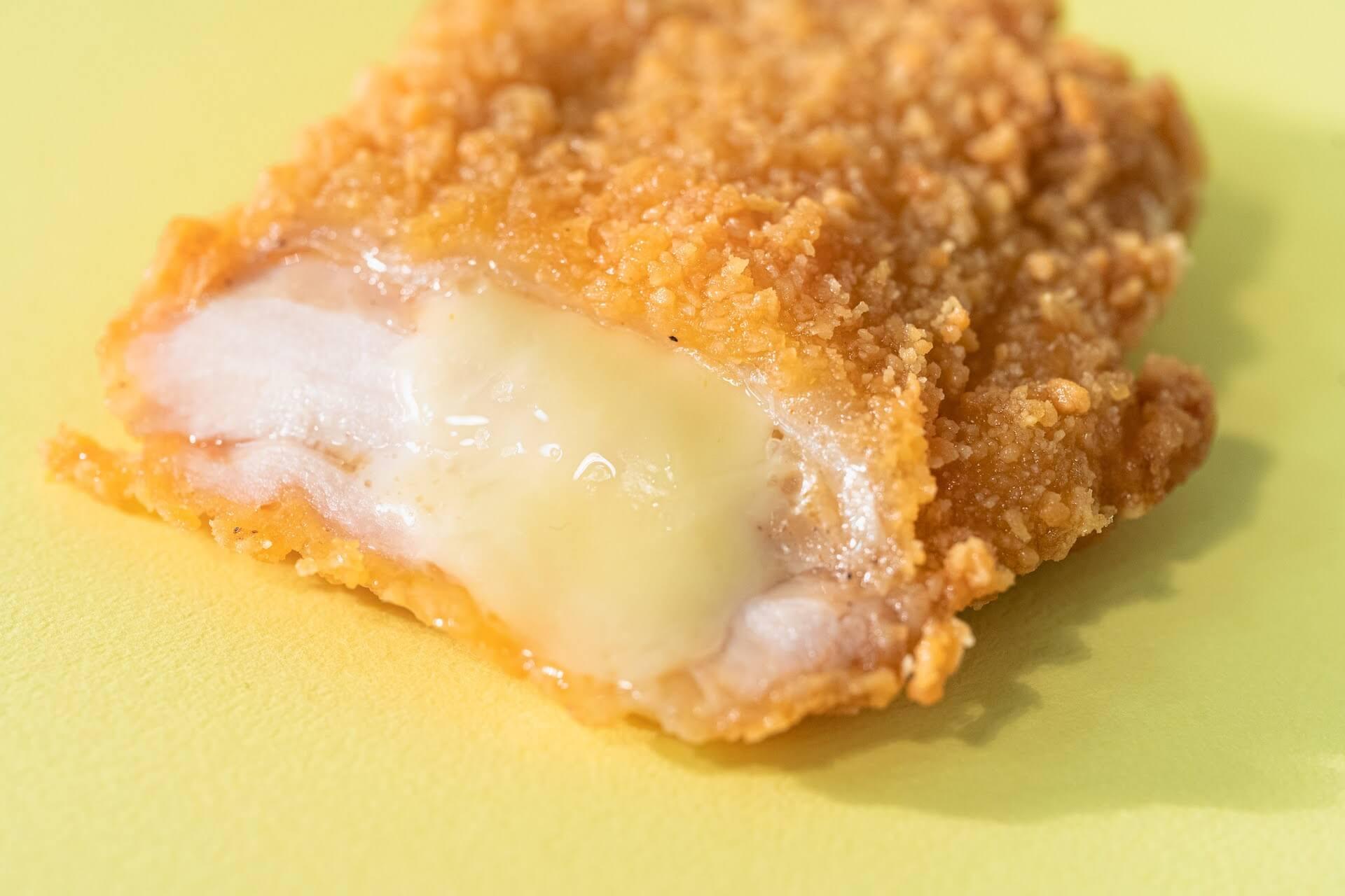 ファミマで大人気の「チーズインファミチキ」が美味しくなって復活!タルタルソース入りの「ふわふわファミチキバンズ」も発売決定 gourmet210510_familymart_chicken_3