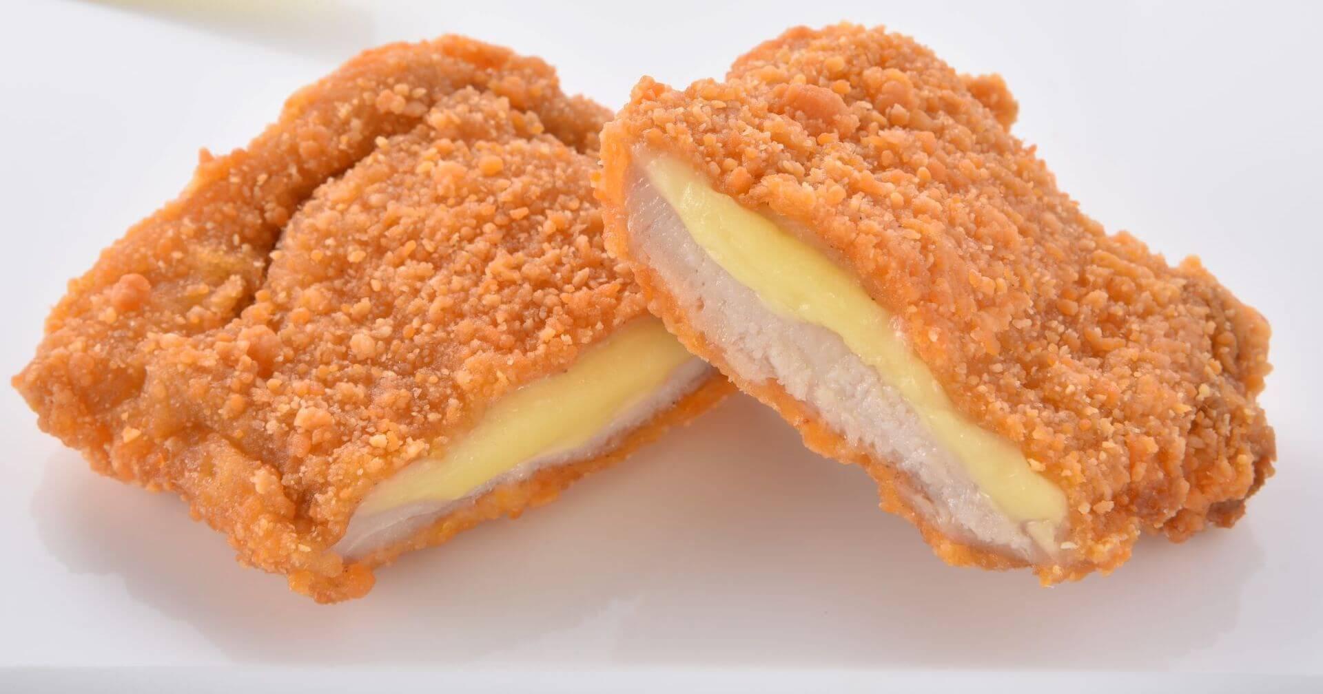 ファミマで大人気の「チーズインファミチキ」が美味しくなって復活!タルタルソース入りの「ふわふわファミチキバンズ」も発売決定 gourmet210510_familymart_chicken_5