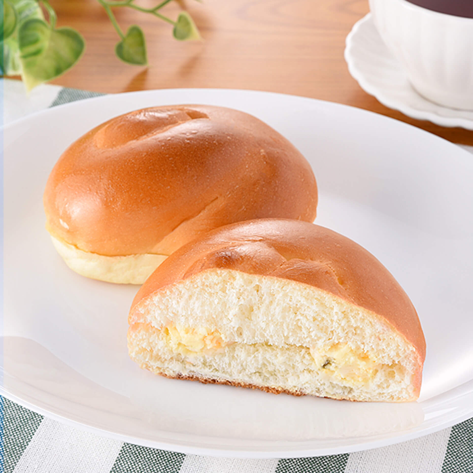 ファミマで大人気の「チーズインファミチキ」が美味しくなって復活!タルタルソース入りの「ふわふわファミチキバンズ」も発売決定 gourmet210510_familymart_chicken_6