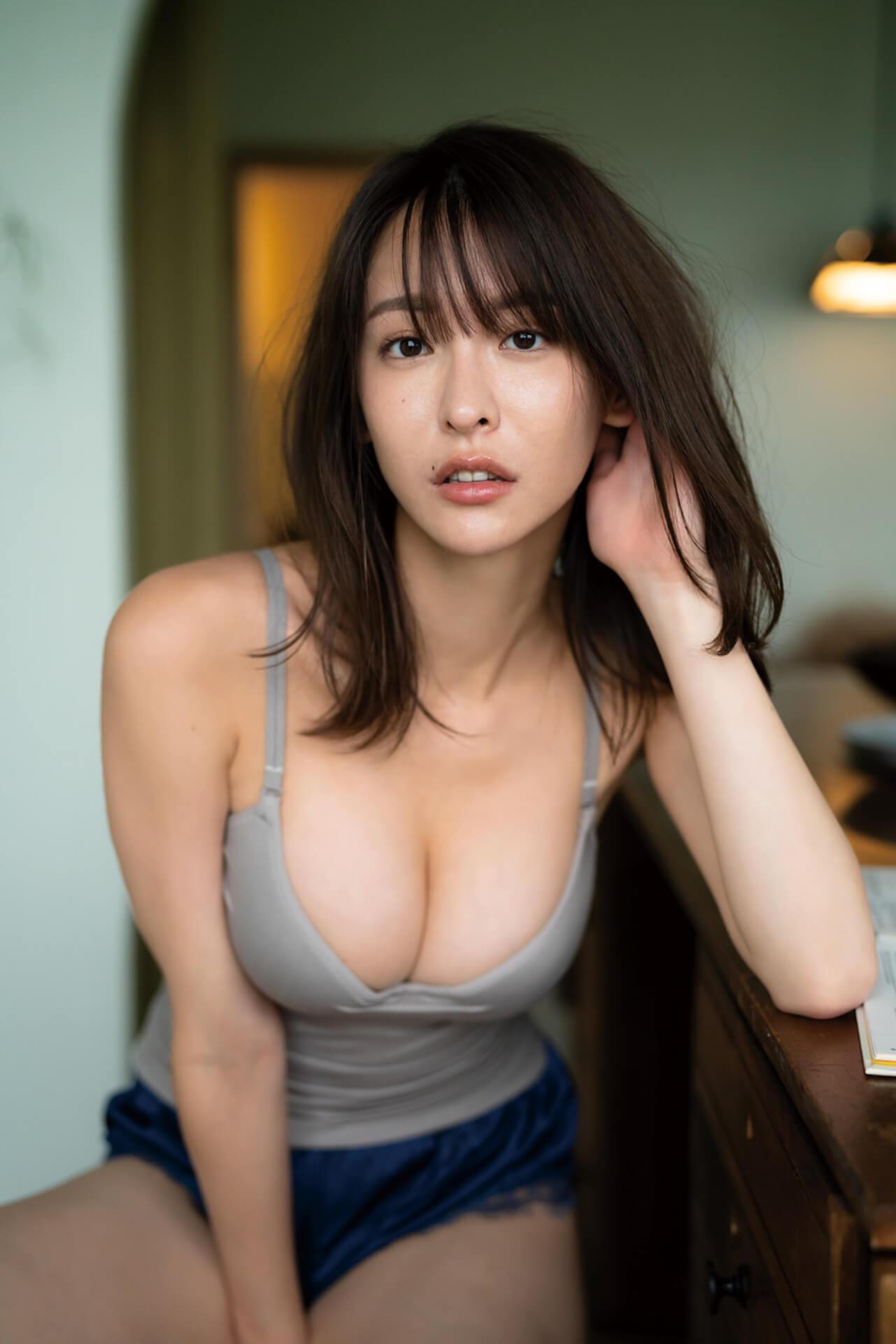 """""""いま最も写真集が売れる""""と話題の奈月セナが限界露出に挑戦した裸身を披露!新写真集『たまゆら』の発売が決定 art210511_natsukisena_4"""