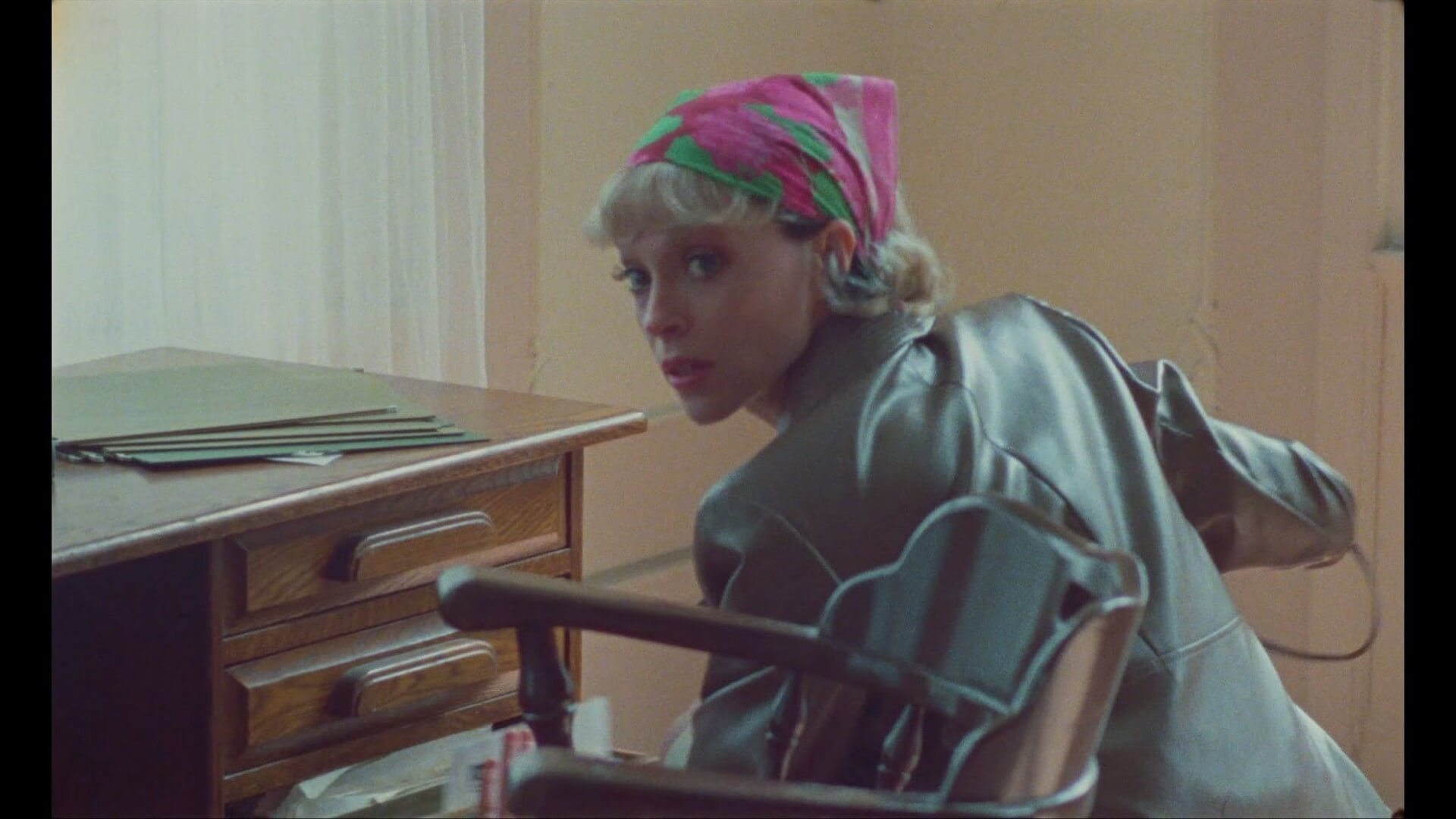 "St.Vincentの6thアルバム『Daddy's Home』より新曲""Down""のMVが解禁!本人によるプレイリストも公開 music210511_st-vincent-2105111"