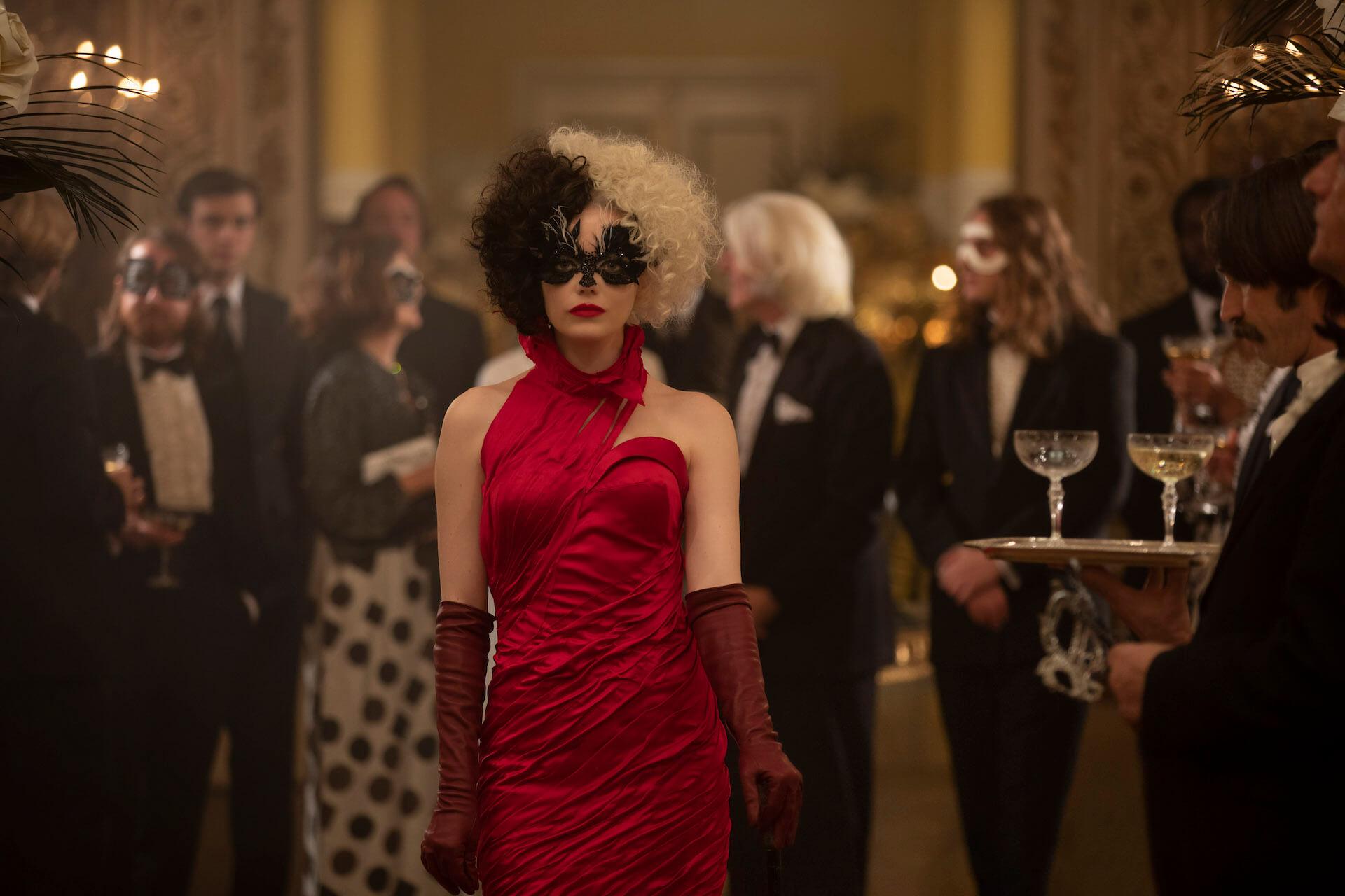 『クルエラ』クレイグ・ギレスピー監督がエマ・ストーン演じるクルエラの魅力を語る!インタビューが到着 film210513_cruella_5
