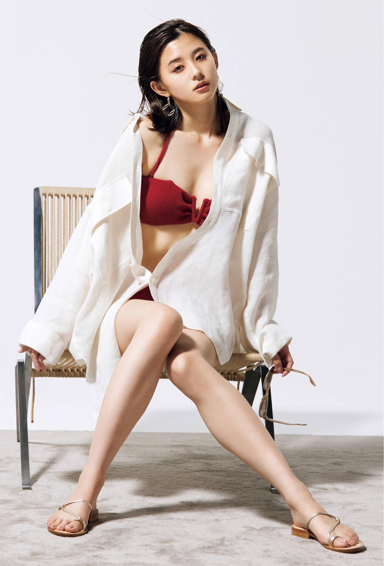 朝比奈彩が美しすぎるオトナ水着姿を大胆披露!『Oggi』でトレンド水着を紹介 art210528_asahinaaya_1