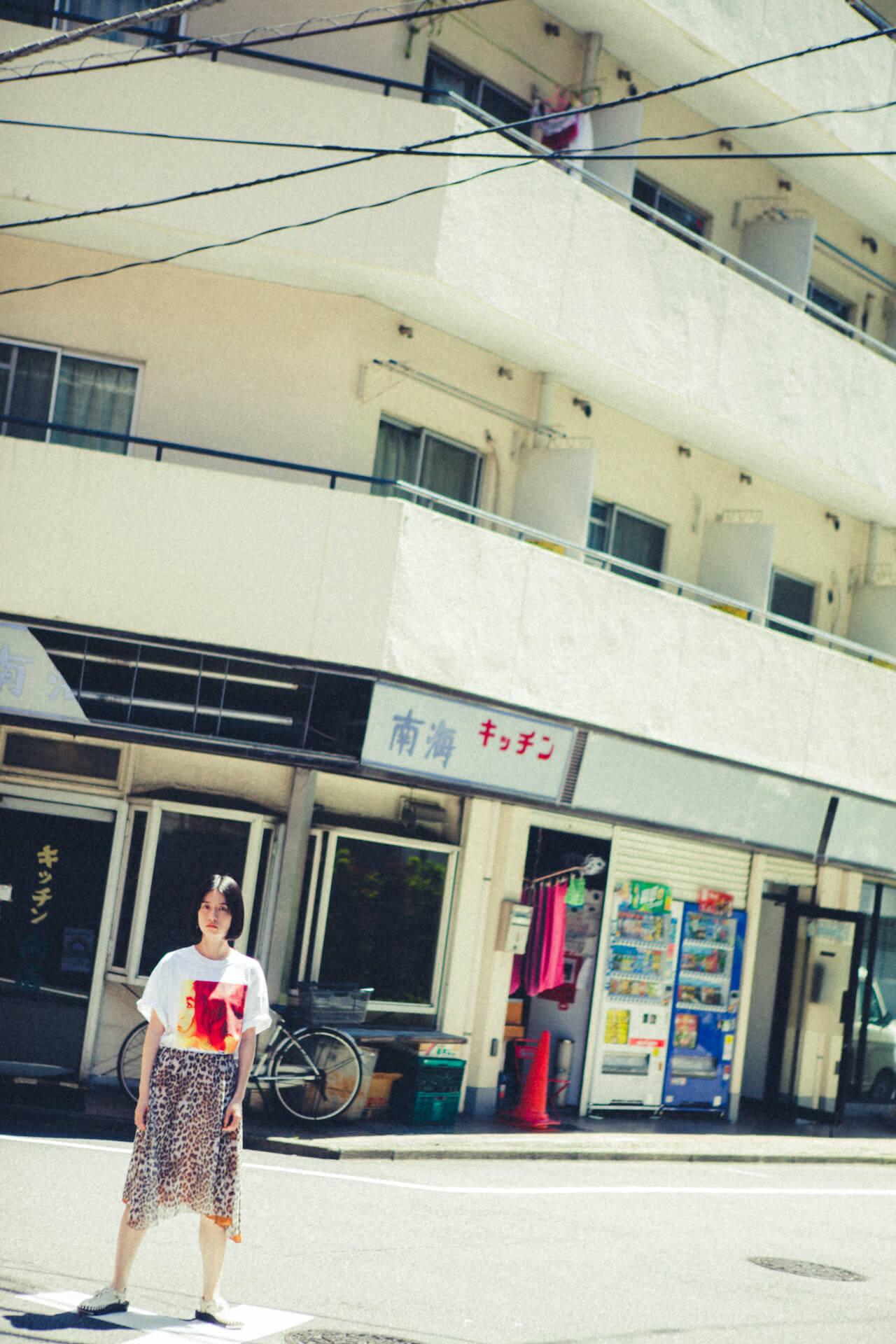 UA × Journal StandardのコラボTシャツが6月25日より店舗販売開始|美衣がモデルを務めるビジュアルも公開に life_fashion210611-ua-journalstandard-8