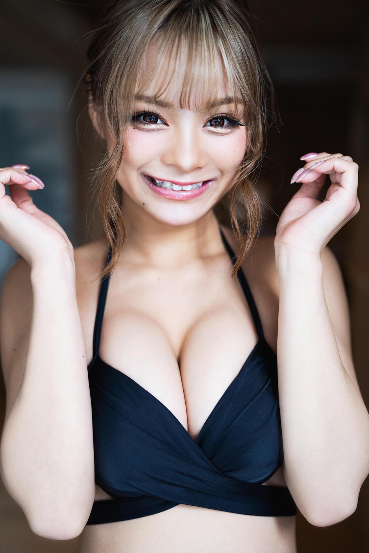 ギャルからオトナセクシーなカットも凝縮した『まぁみ1st写真集 Maami』が発売決定! art210614_maami_4