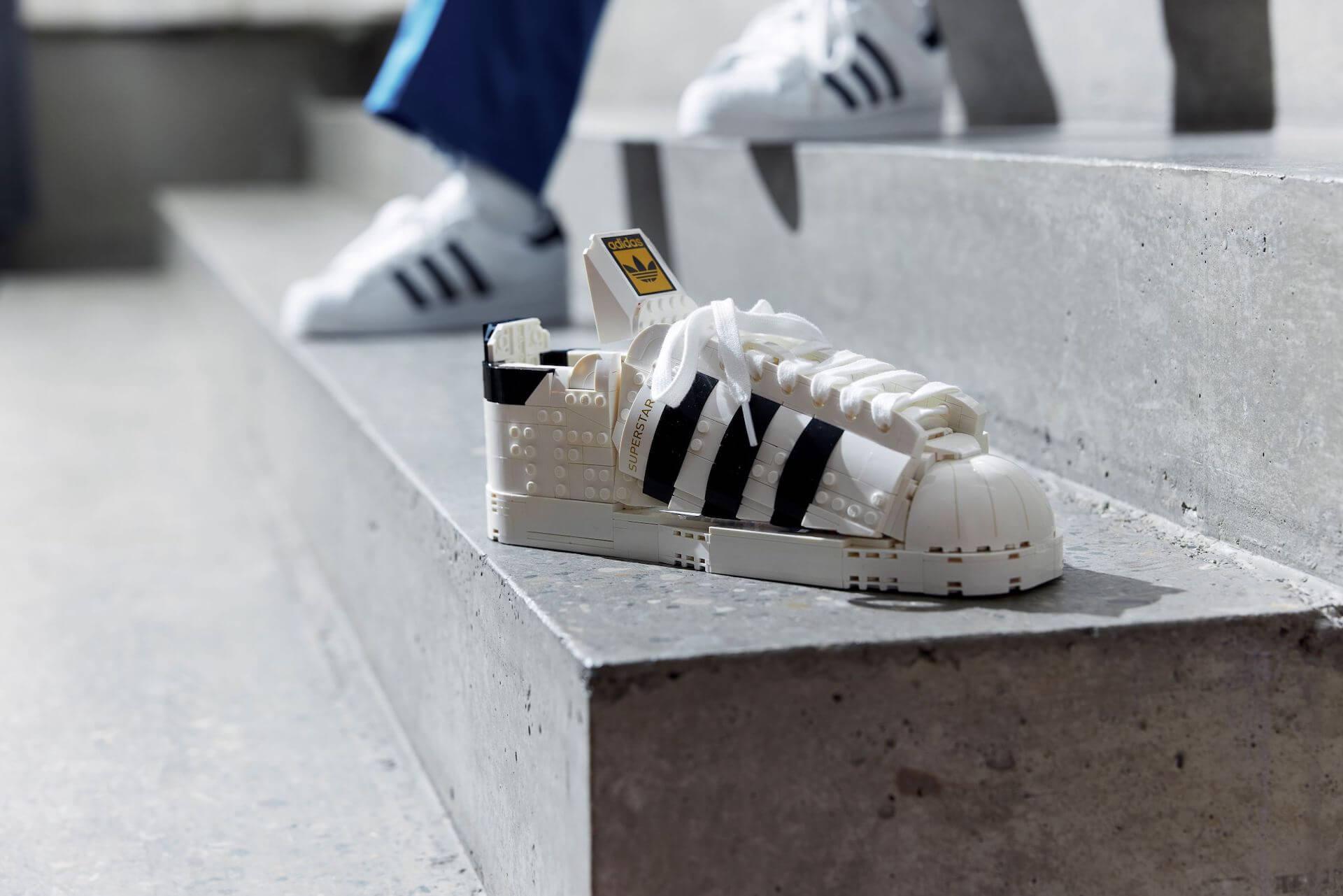 adidas Originalsとレゴのコラボアイテム「レゴ アディダス オリジナルス スーパースター」が発売決定! life210615_adidasoriginals_lego_1