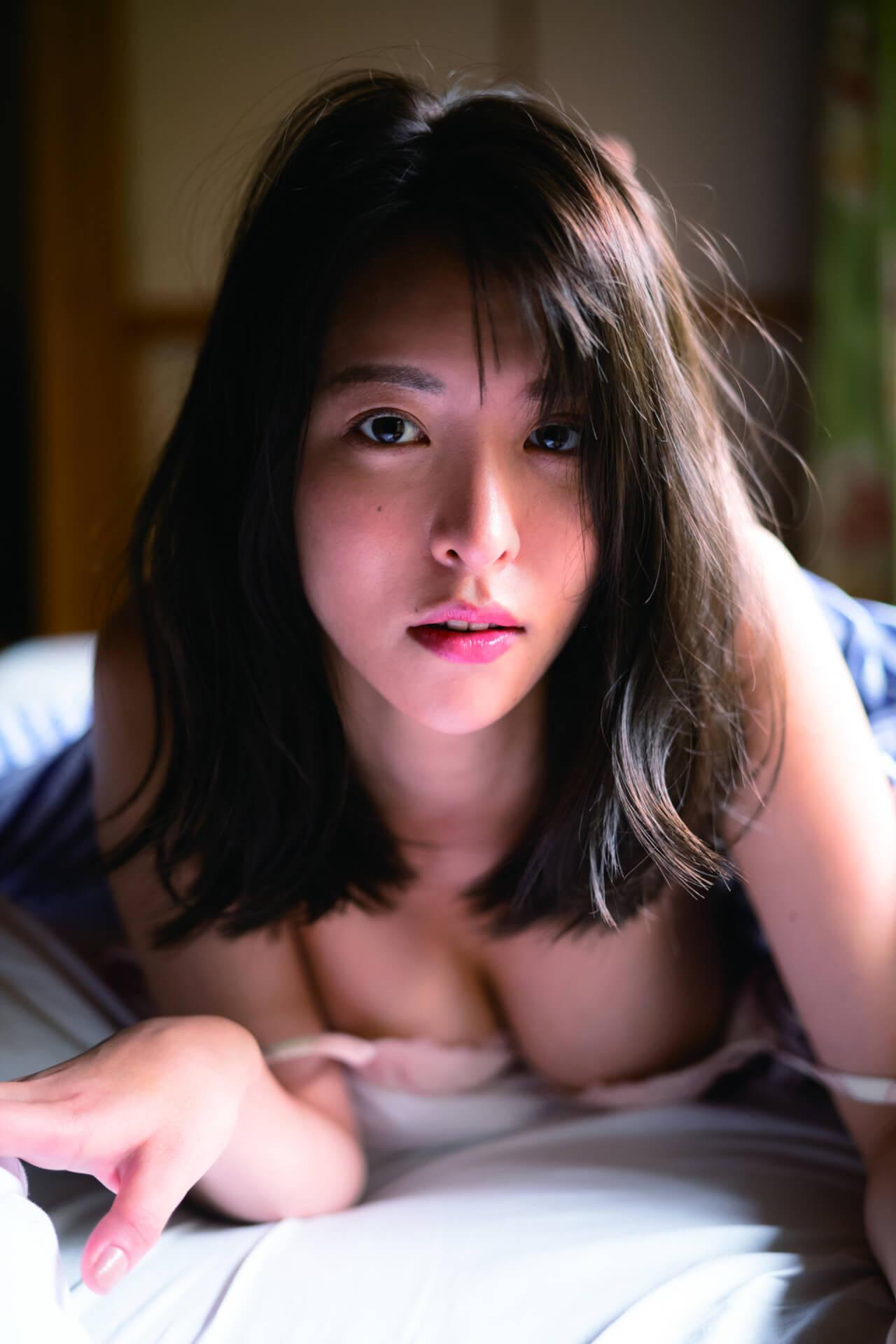 写真集『たまゆら』でセクシーすぎる横乳を披露した奈月セナがサイン本お渡し会を開催!コメントも到着 art210705_natsukisena_5