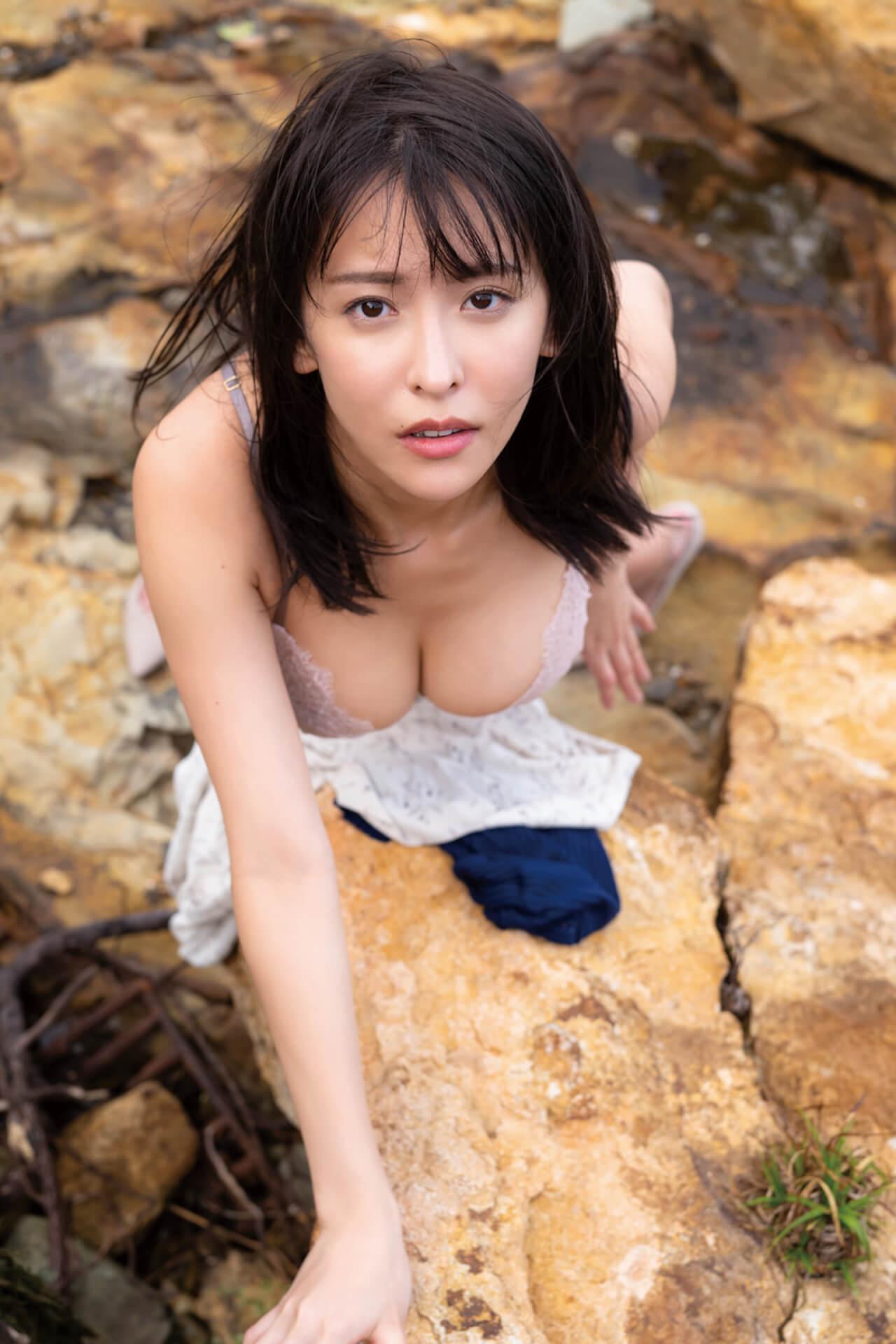 写真集『たまゆら』でセクシーすぎる横乳を披露した奈月セナがサイン本お渡し会を開催!コメントも到着 art210705_natsukisena_3