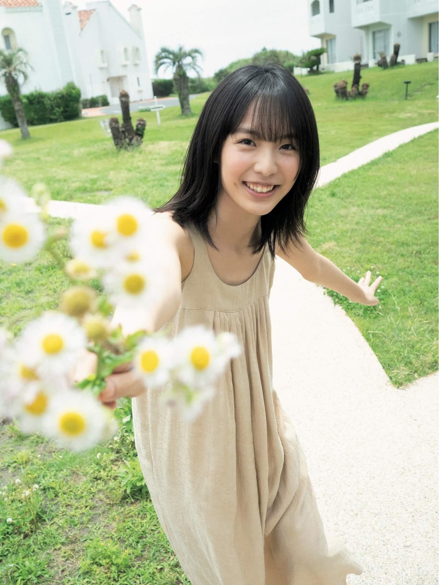 笑顔輝く芳根京子の魅力が止まらない!『FLASH』表紙&巻頭グラビア10Pに登場 art210706_flash_6