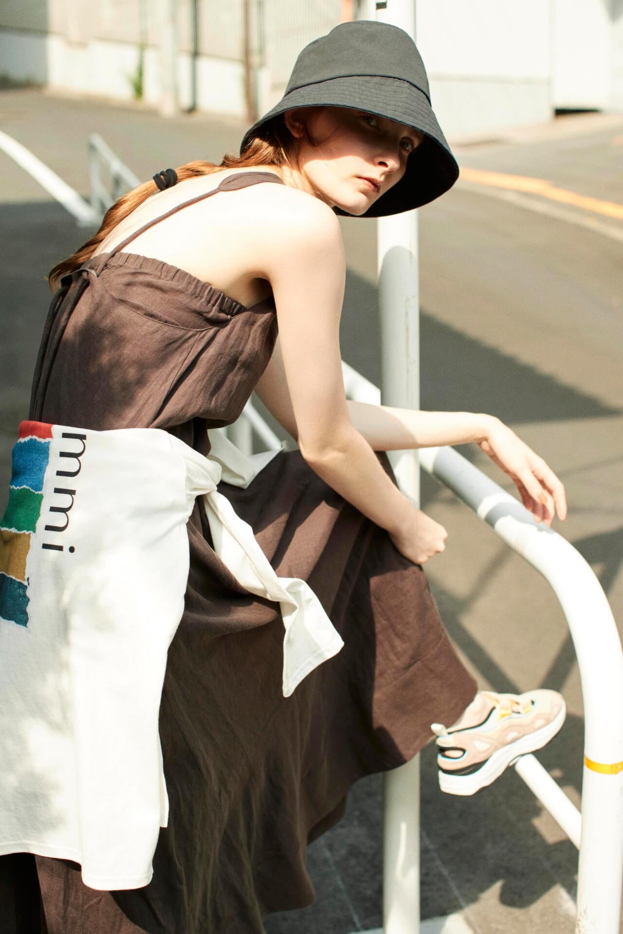 「emmi」と「SUICOKE」のコラボレーションシューズAKK-abEMMが発売決定!イエローとブルーが映える別注カラー fashion_210713_emmi2