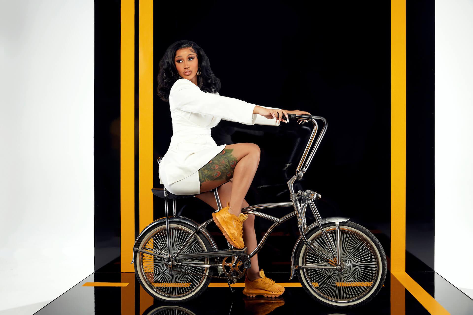 Cardi BとReebokのコラボコレクションに新モデル「CLASSIC LEATHER CARDI」が登場! Fashion_210713_cardib3