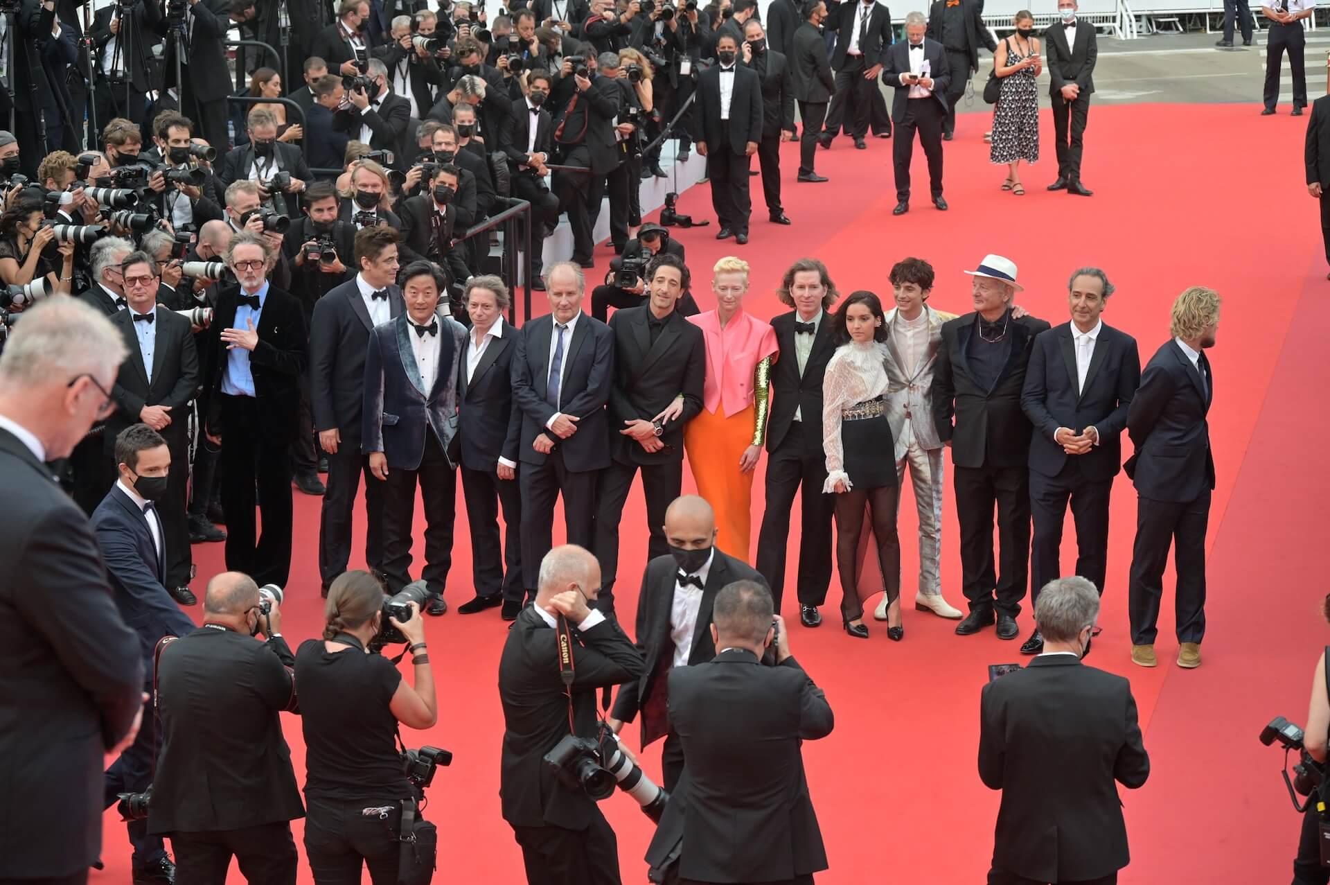 ウェス・アンダーソン監督最新作『フレンチ・ディスパッチ』がカンヌ国際映画祭・コンペティション部門正式出品!ティモシー・シャラメらも集うレッド・カーペットの写真が公開 film210713_thefrenchdispatch_14