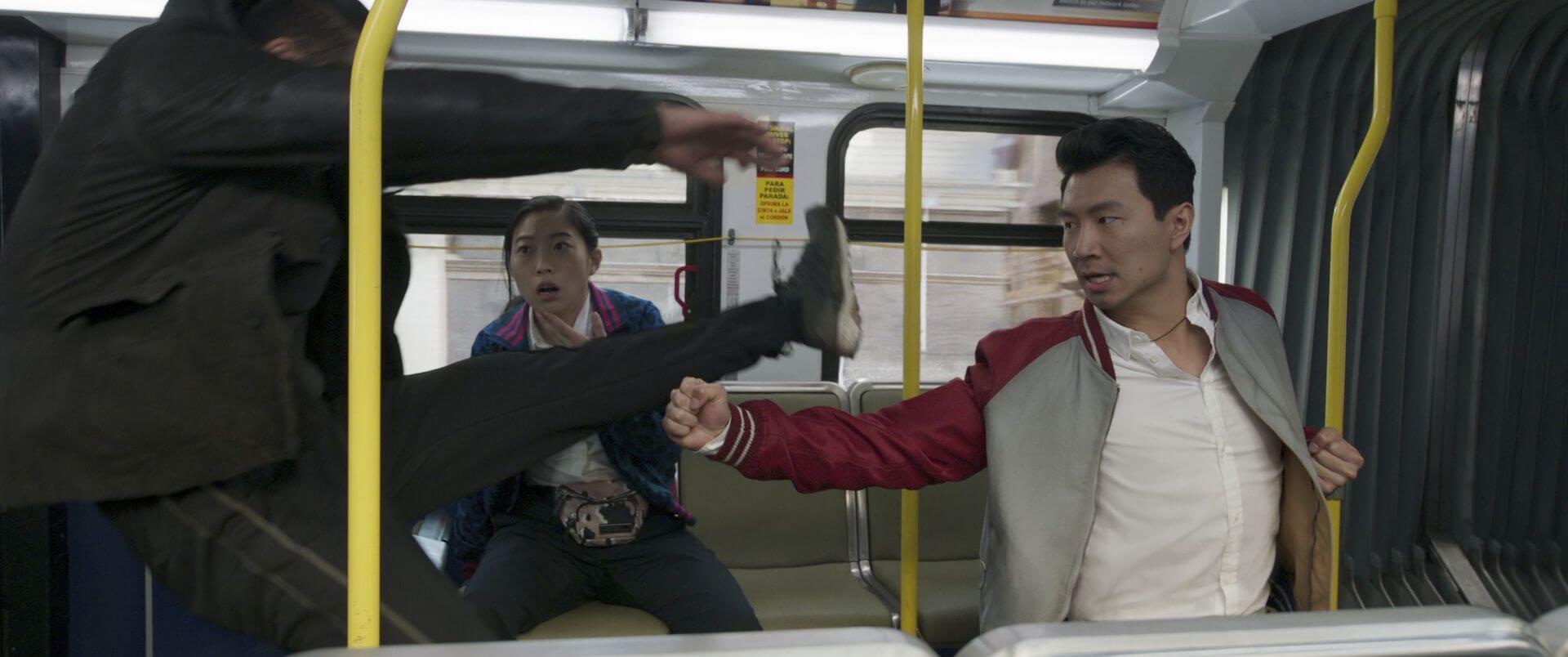 シャン・チーが過激なバトルで魅せる!マーベル・スタジオ最新作『シャン・チー/テン・リングスの伝説』の新場面写真12点が一挙解禁 film210721_shang_chi_8