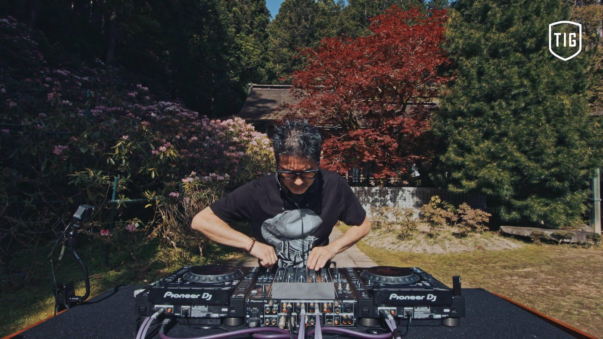 Tsuyoshi Suzukiが高野山金剛三昧院でDJを披露する「密教トランス」映像が公開 music210730-tsuyoshi-suzuki-2