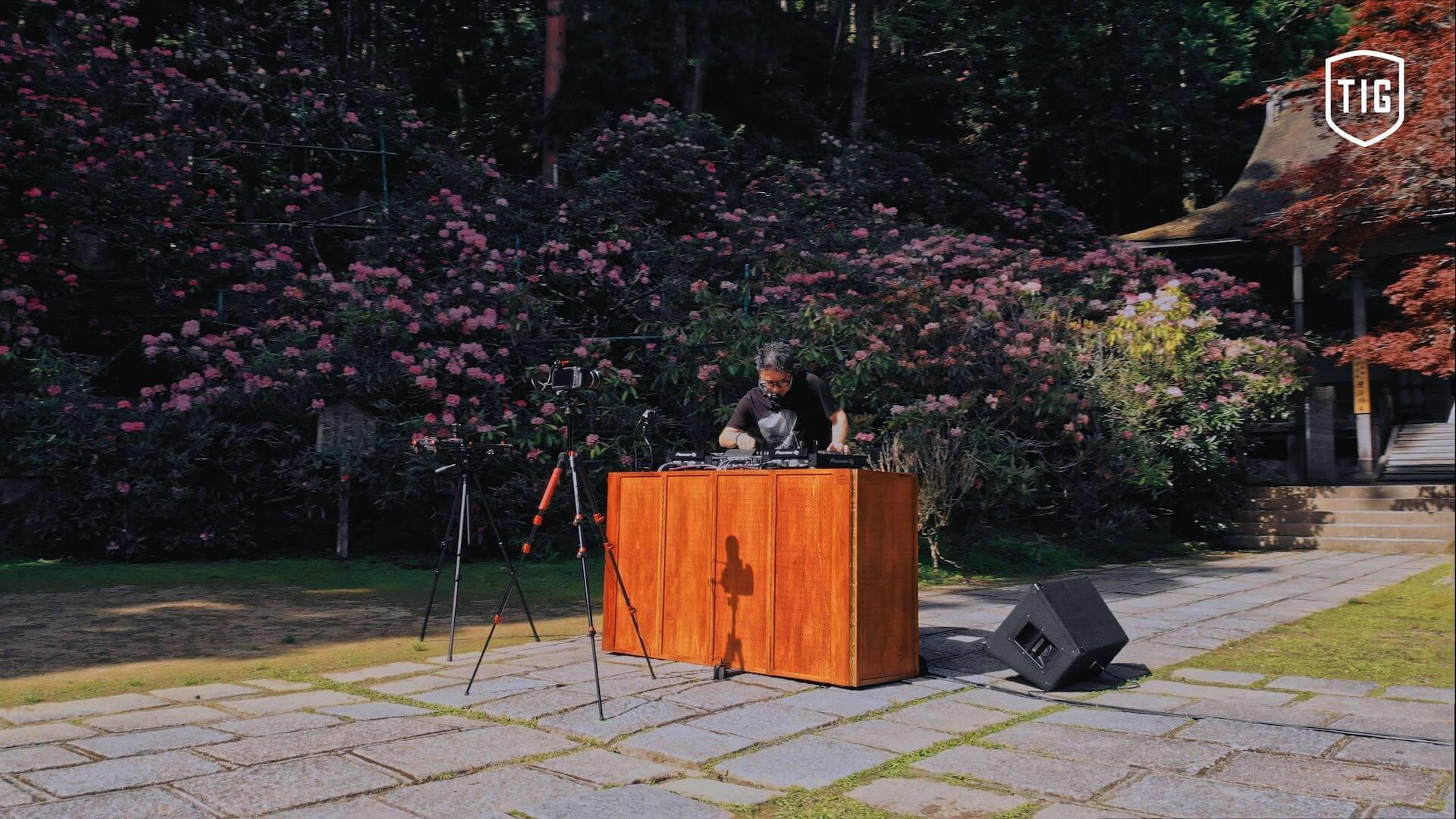 Tsuyoshi Suzukiが高野山金剛三昧院でDJを披露する「密教トランス」映像が公開 music210730-tsuyoshi-suzuki-5