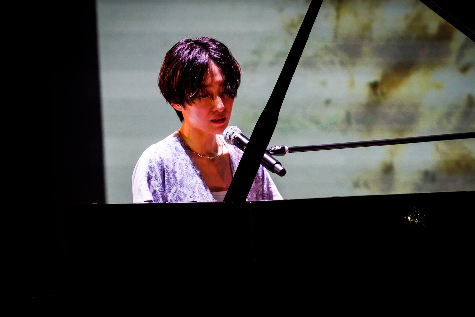 「また馬鹿な僕らで会おうぜ」━━日食なつこが1年4ヶ月ぶりの有観客ライブで魅せた<白亜>という新時代 column210712_nisshoku-natsuko-04