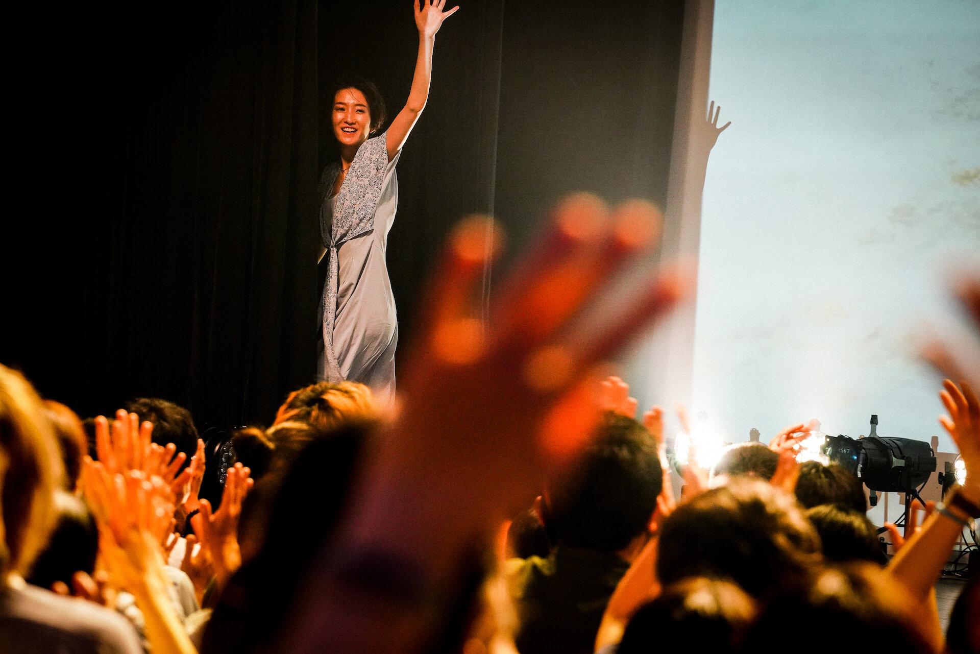 「また馬鹿な僕らで会おうぜ」━━日食なつこが1年4ヶ月ぶりの有観客ライブで魅せた<白亜>という新時代 column210712_nisshoku-natsuko-09