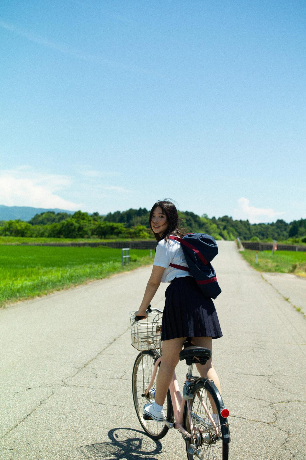 沢口愛華のセクシー美ボディ&キュートな笑顔が炸裂!映像&スチールを収録した『1st DVD&PHOTOBOOK』が発売決定 art210817_sawaguchiaika_3