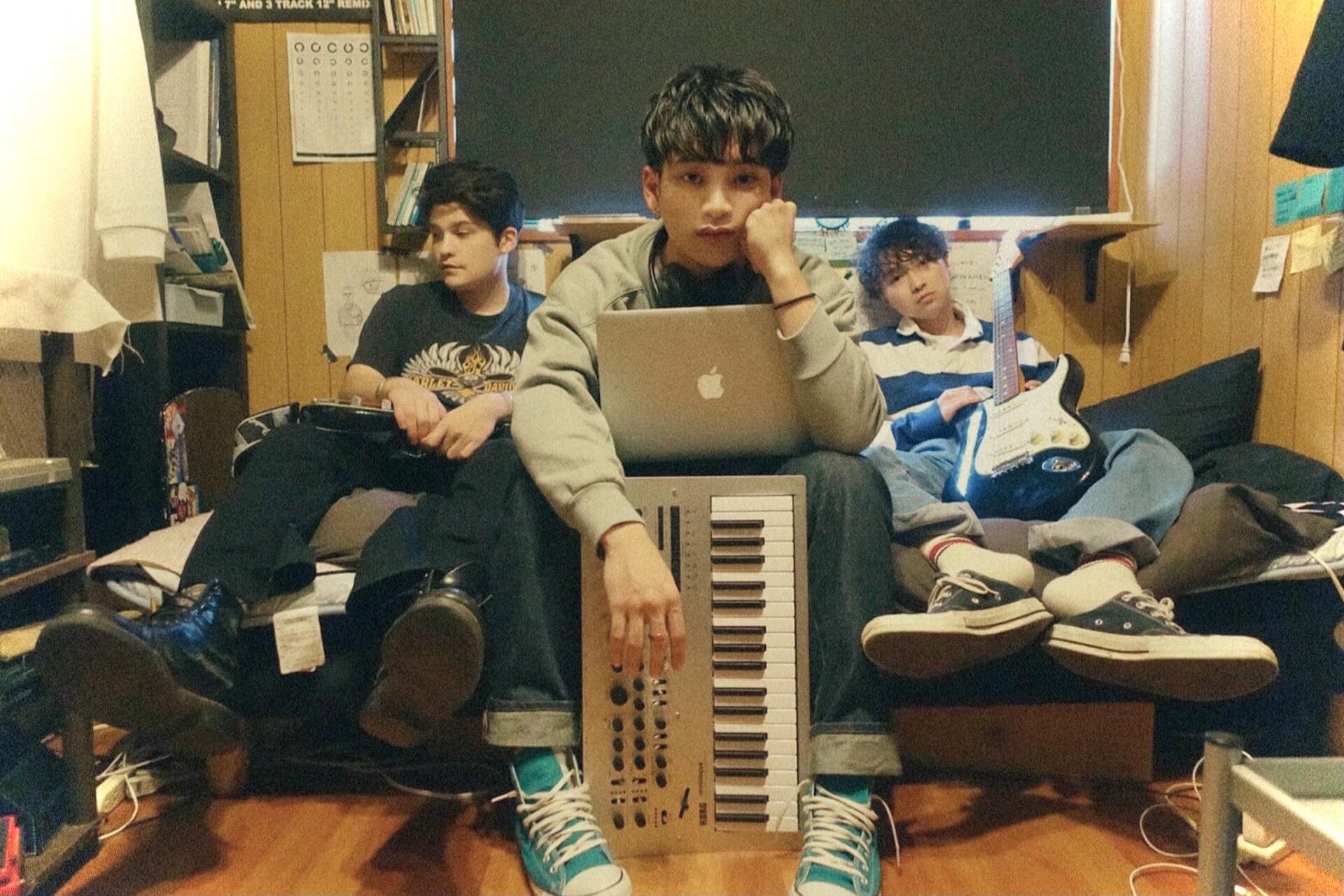 """1998年生まれの3人組ユニット・ego apartmentが連続シングルリリース第三弾となる""""NEXT 2 U""""を配信! music210803_ego-apartment-02"""