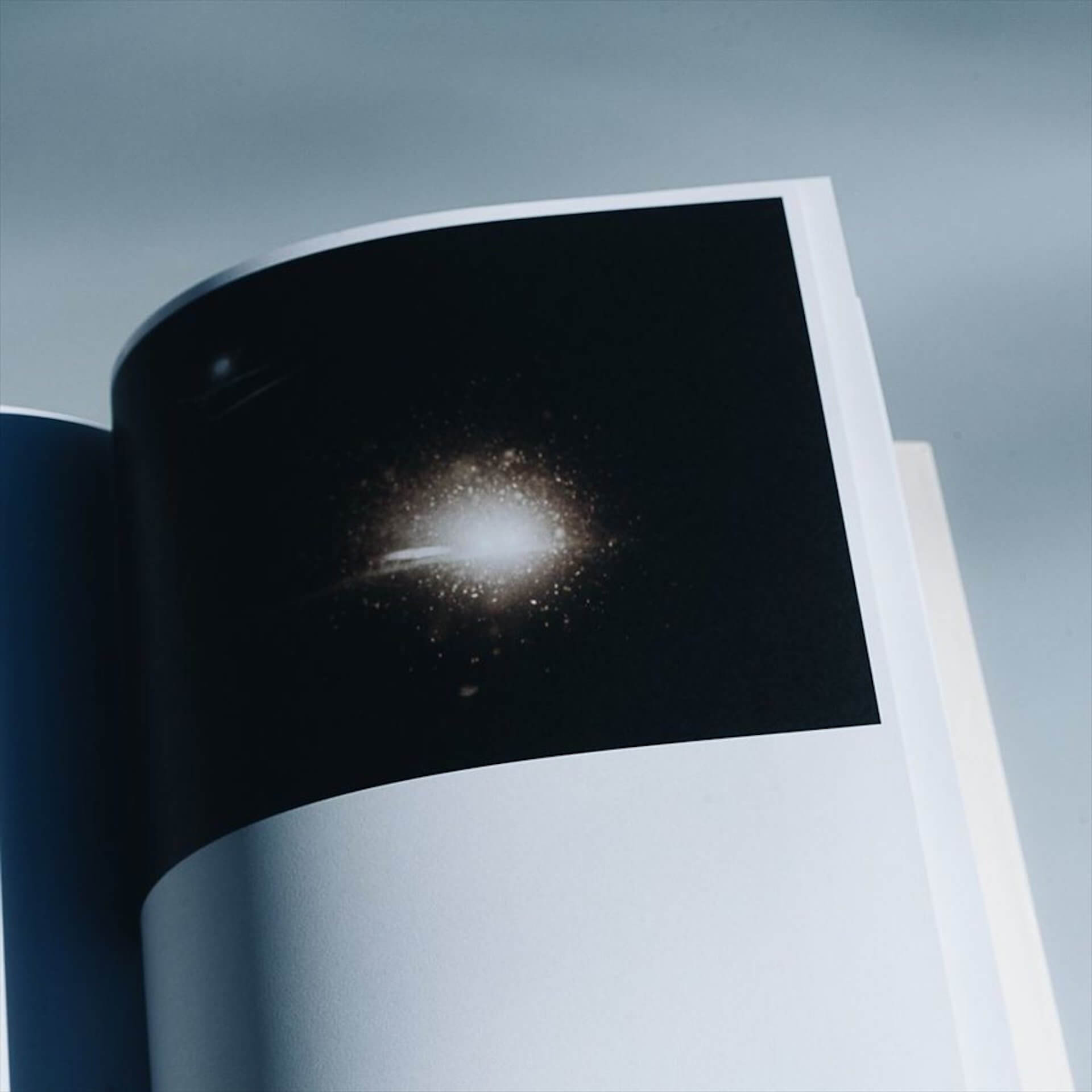 アートブックノススメ|Qetic編集部が選ぶ5冊/Roni Ahn 他 column210916_artbook-03