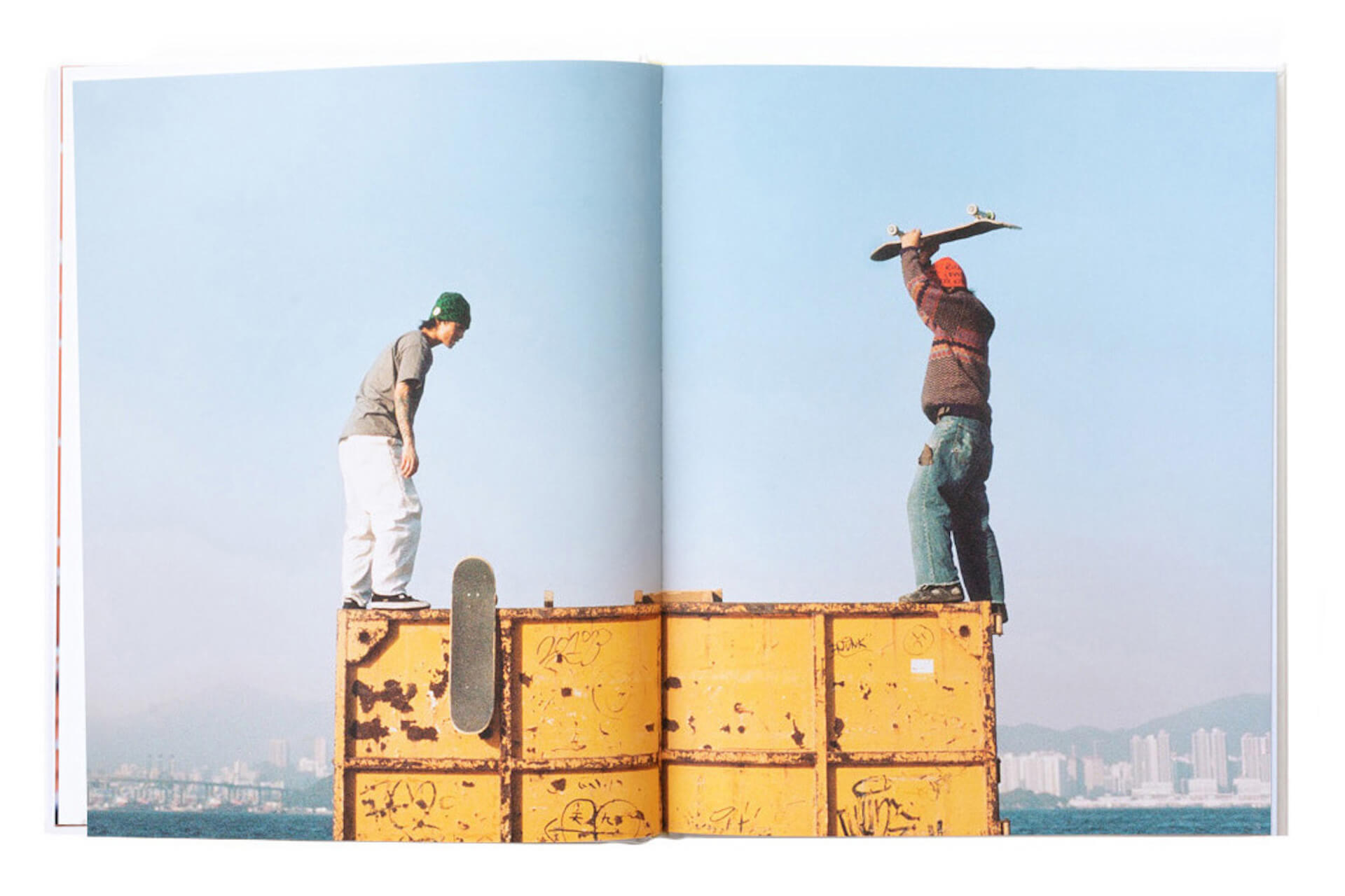 アートブックノススメ|Qetic編集部が選ぶ5冊/Roni Ahn 他 column210916_artbook-019