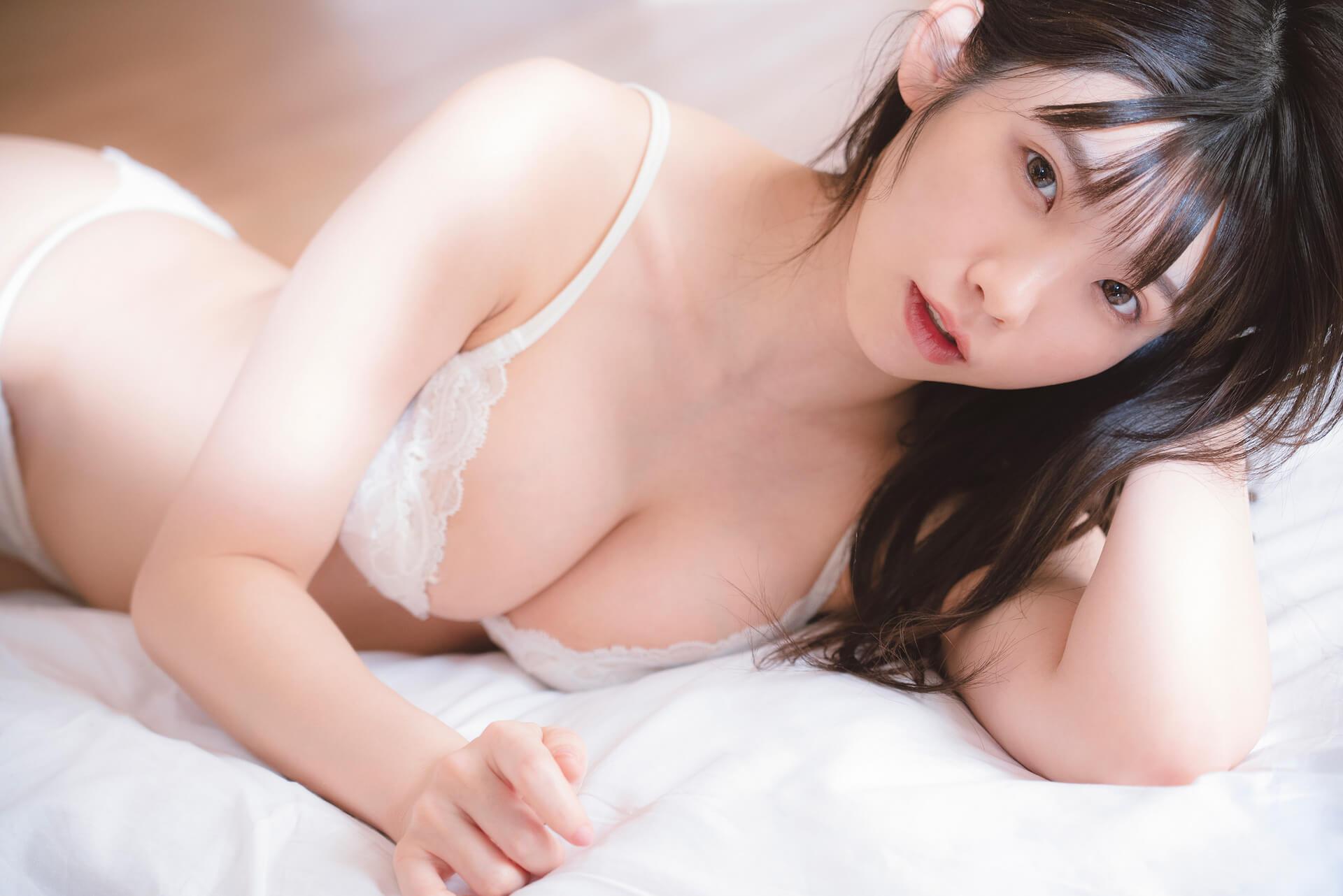 えなこのセクシーアザーカットが特典に!コスプレなしの写真集『OFF COSTUME』のポストカードが解禁 art210917_enako_6