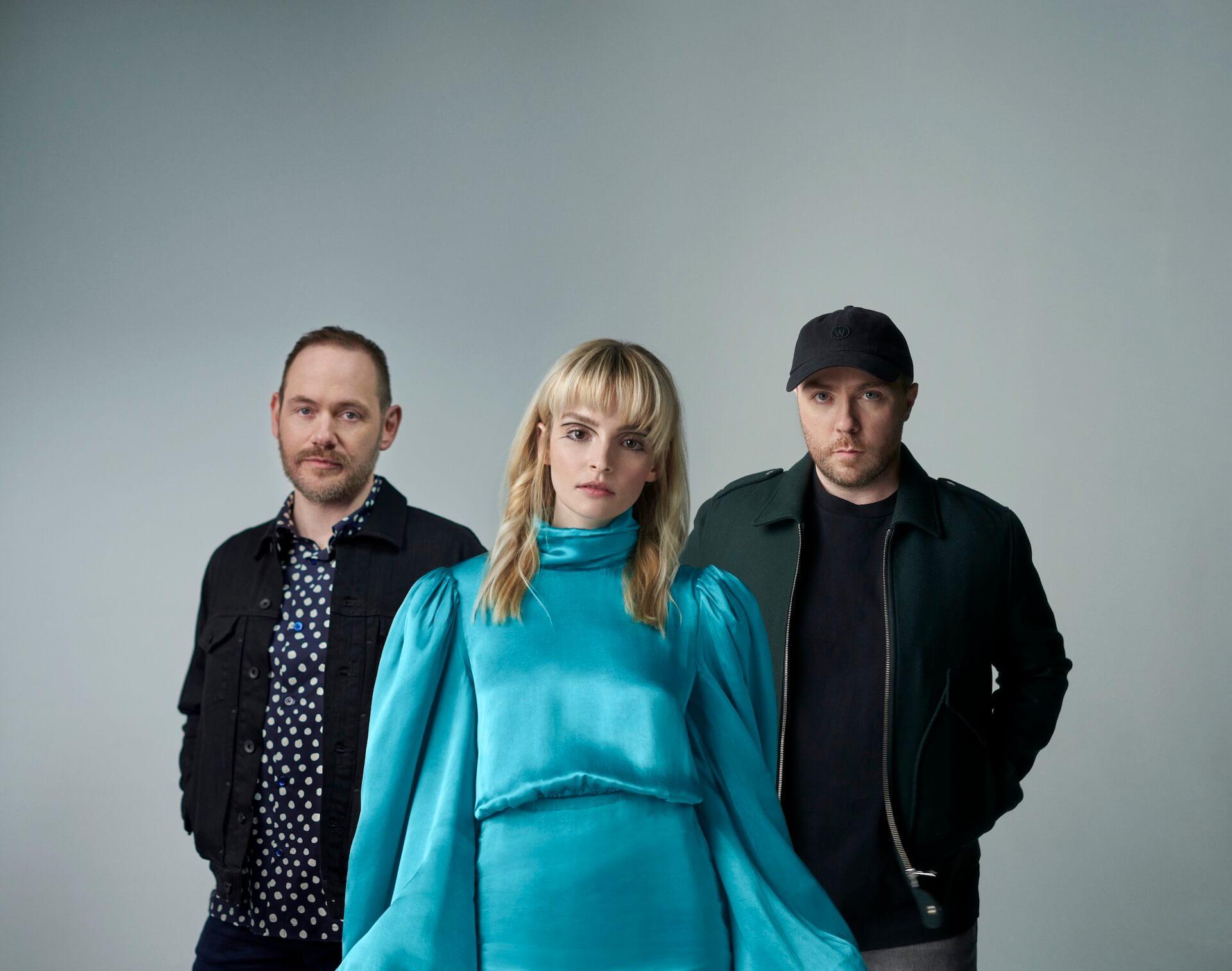 CHVRCHESが生演奏カバー企画『Apple Music Home Session』に初登場!Avril Lavigneのカバー含む2曲が配信開始 music210924_chvrches_02