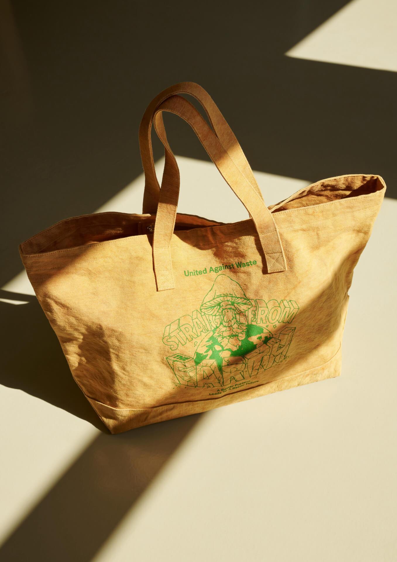 H&Mが俳優のジョン・ボイエガとタッグを組んだメンズウェアコレクションを発表!リサイクル素材、オーガニック素材を使用したアイテムが登場 life211006_handm_john_boyega_014