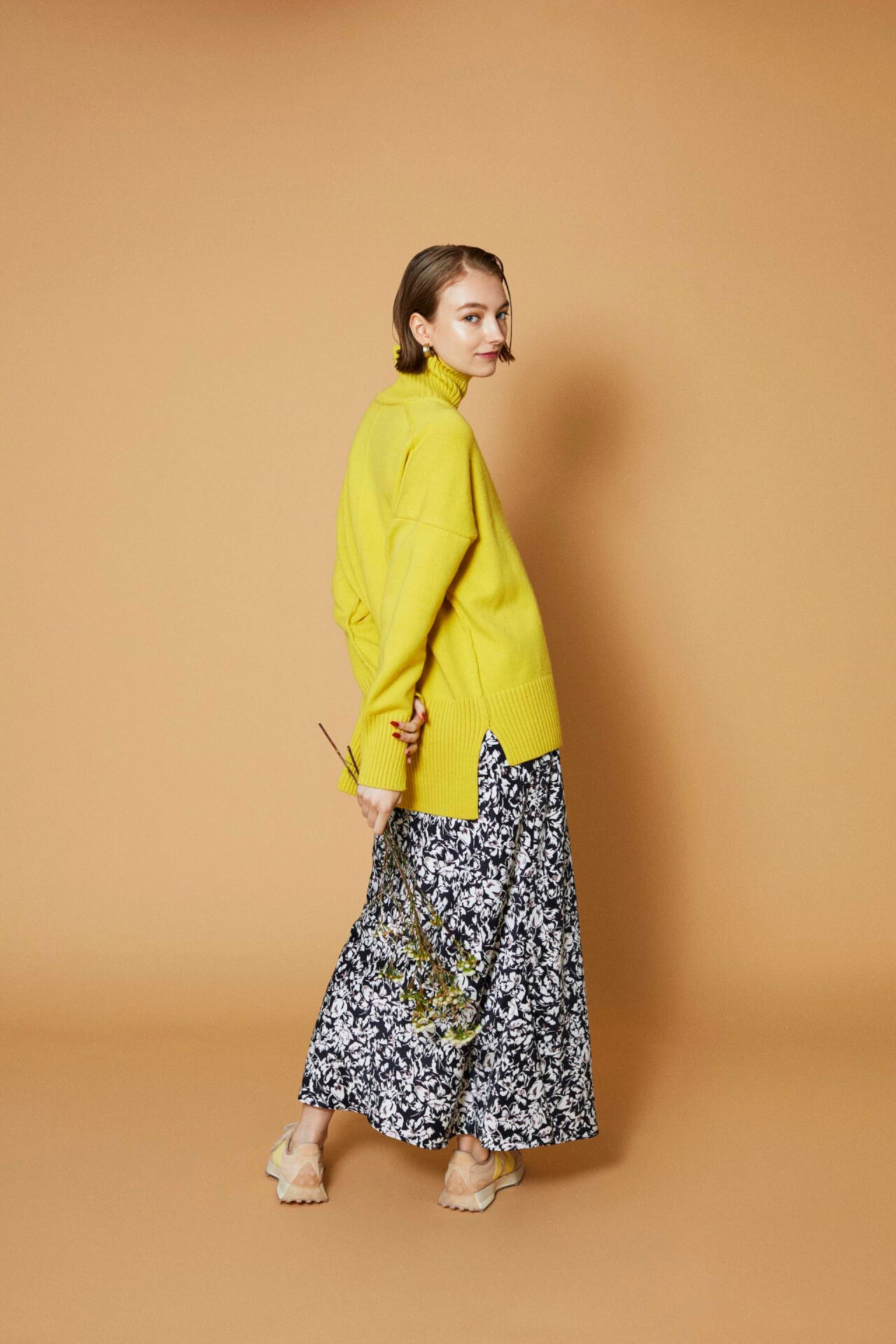 New Balanceの人気モデル「327」からemmi、to/oneとのトリプルコラボレーションモデルが登場!限定店舗で販売 fashion211008_newbalance-04