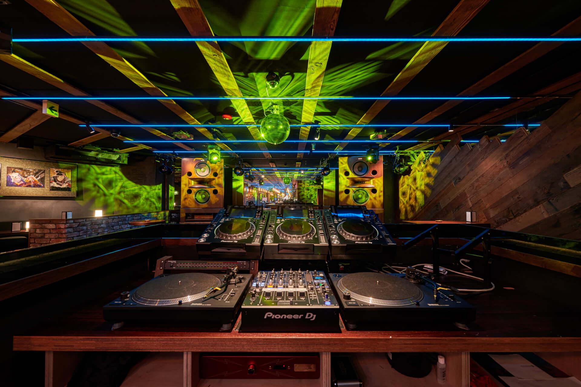 渋谷を中心にVISIONやContactなどのクラブやバーを経営する村田大造がプロデュースした新店舗 DJ BAR HEARTに迫る 200107_muratadaizo_04-1920x1280