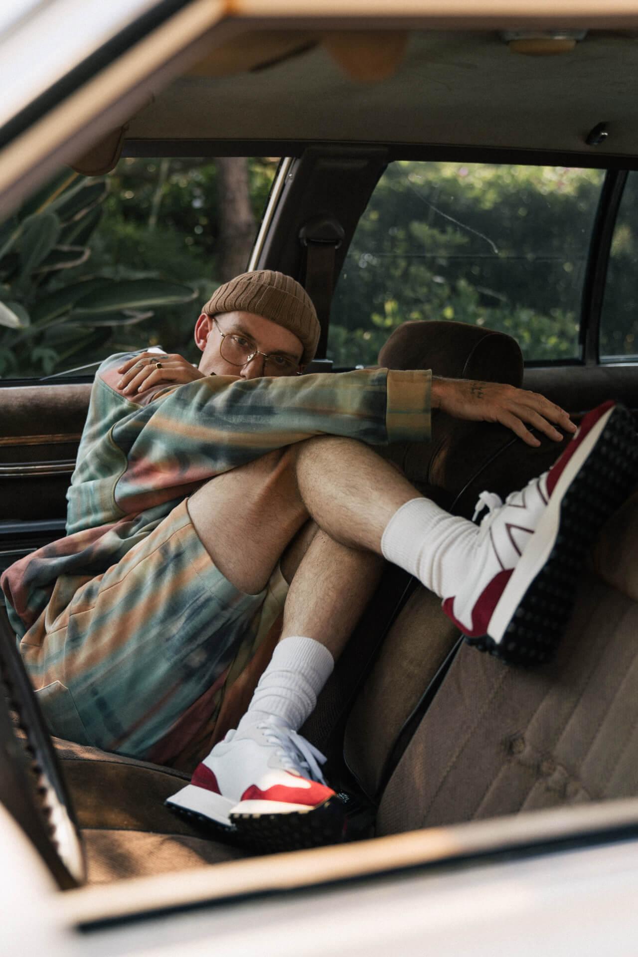 ニューバランスの人気モデル「327」に新色『327 primary pack』が登場!キャンペーンビジュアルにはハリー・ハドソンを起用 fashion20128_newbalance_327primarypack_12