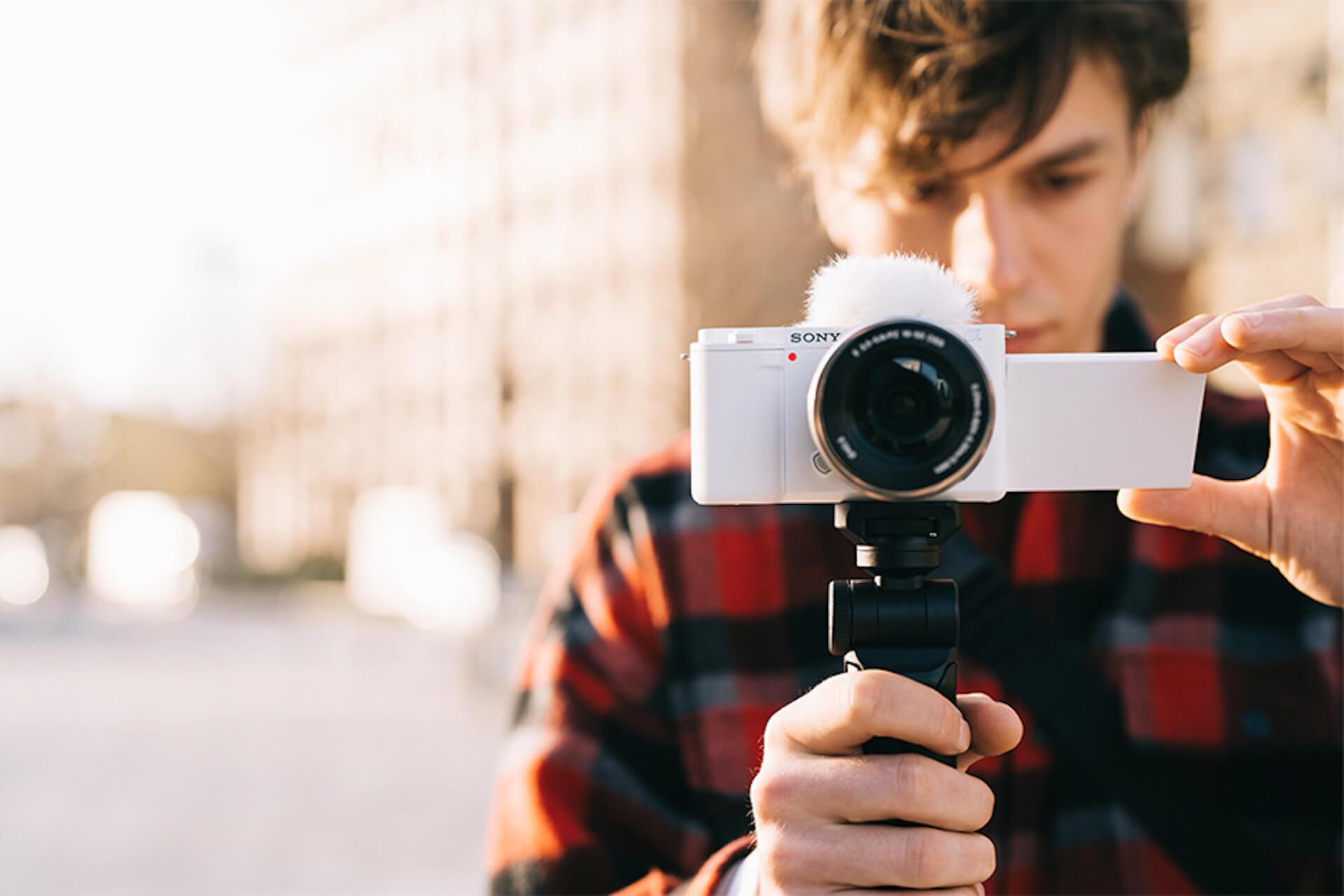 SONYからVlog撮影に特化したαTMシリーズ初のレンズ交換式カメラ「VLOGCAMTM ZV-E10」が発売! tech_210729_sonyvlogcam1