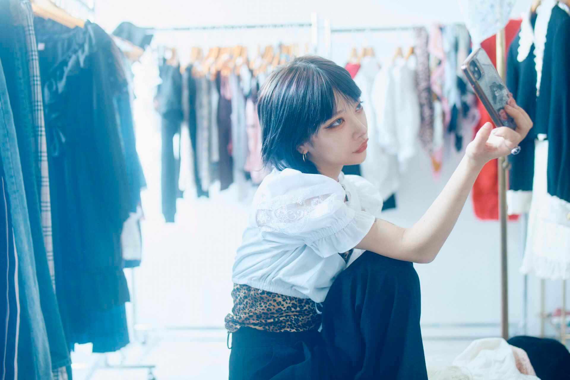 かてぃのファッションドキュメンタリーブック『ファッションカルト』の誌面カットが到着! lifefashion_katy_2