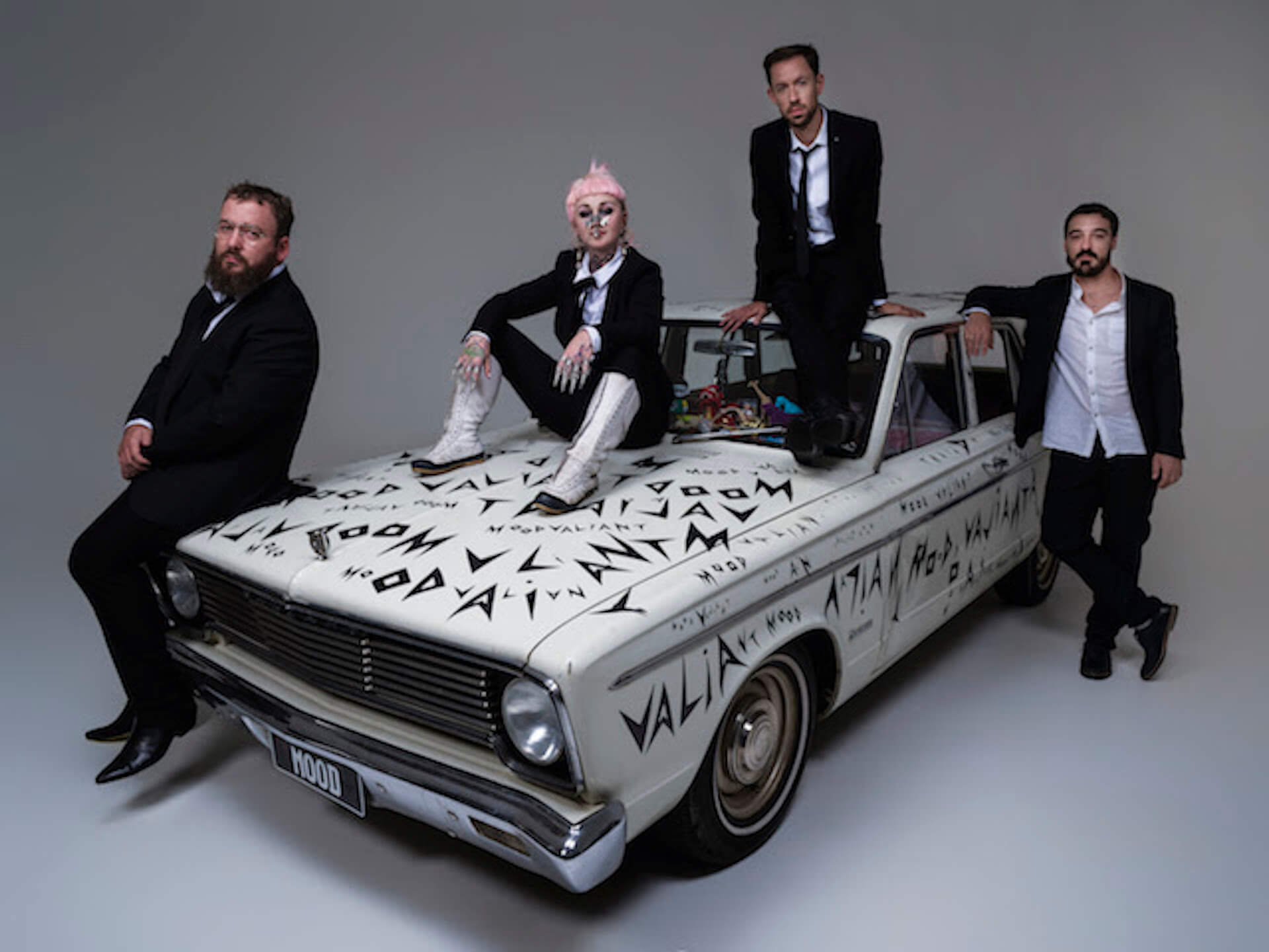 "Hiatus Kaiyoteが6月発売の新アルバム『Mood Valiant』収録曲""Red Room""をMVと共にリリース! music210427_hiatus-kaiyote-210427_1"