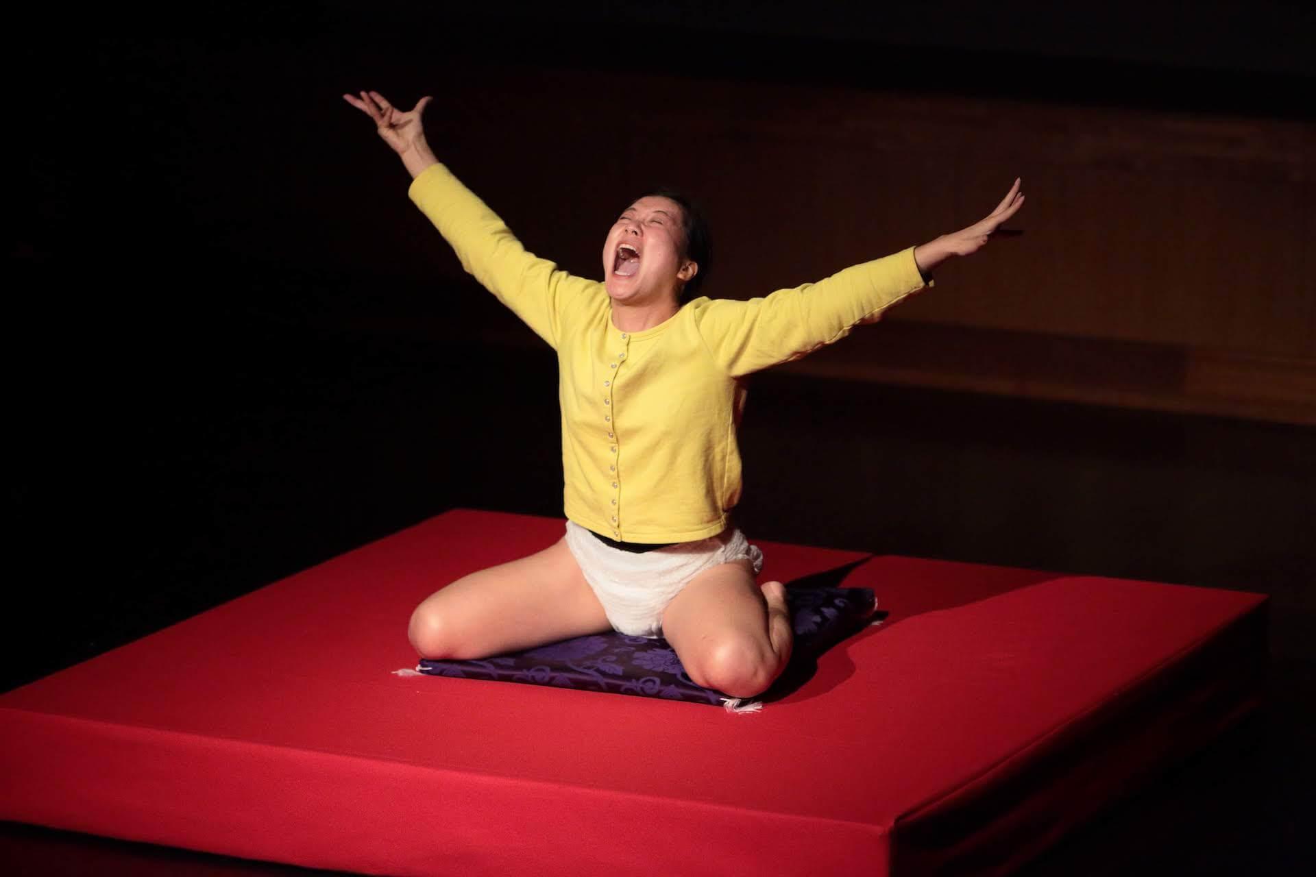 演劇『妖精の問題』が中国とインドネシアの2ヶ国にてオンライン上映決定!劇作家・市原佐都子率いる「Q」による初のオンライン海外ツアー art210512_yousei-no-mondai-210512_2